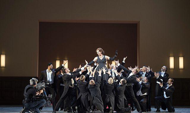Erfolgsproduktion »Die lustige Witwe« ab 15. Dezember 18 wieder an der Oper Frankfurt